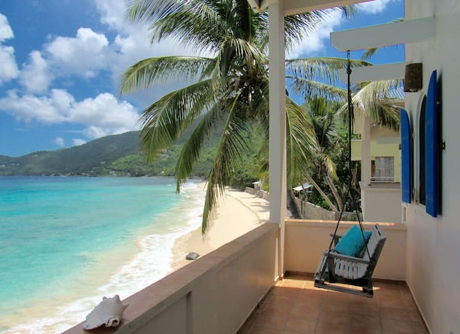 CasaCaribe Oceanfront Loft Apartment With AC! - Tortola - บ้าน