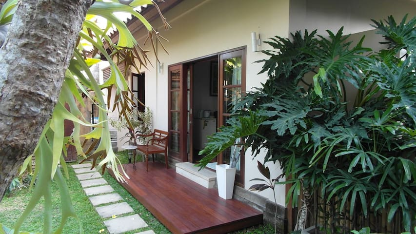 Great Value & Cozy Bungalow @ Brawa + WIFI - North Kuta - Bed & Breakfast