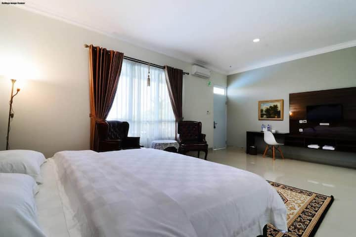 Clean Executive Suite at Villa Aries Biru