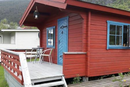 Liten hytte ved sjøen (Aurstad Camping)