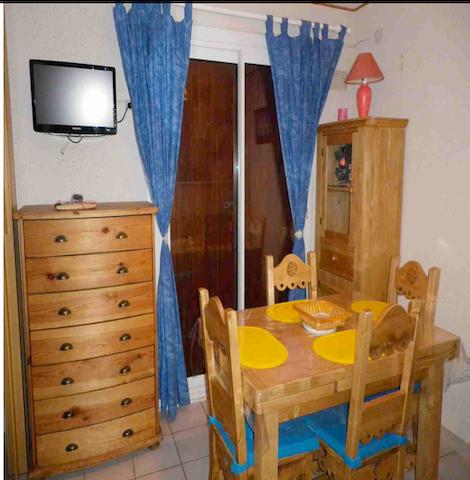 Salon avec le clic-clac non visible (a droite du photographe)