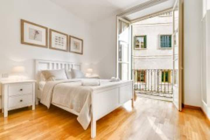 Spacious 3BR Luxury Apartment in OLD TOWN (2A)