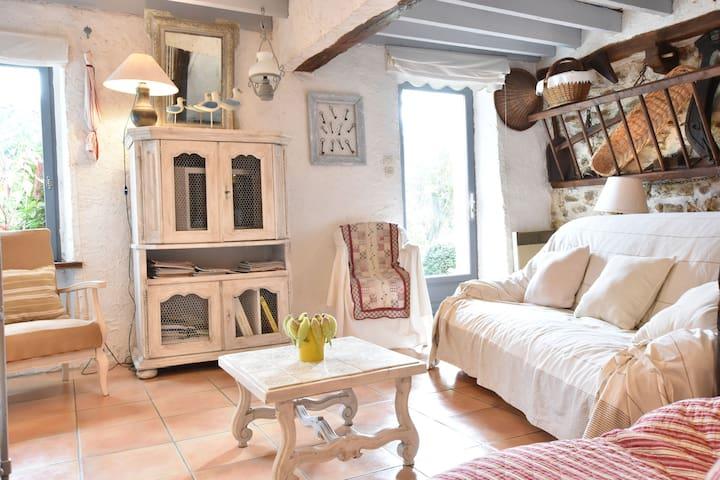 Pintoresca casa de vacaciones con jardín en Mézy-Moulins Francia