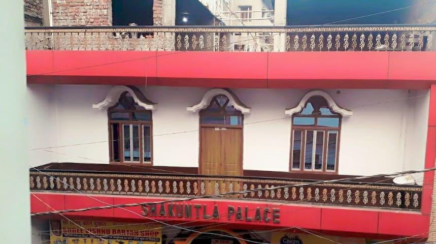 Shakuntla Palace Near VishnuPad Temple 1 bedroom
