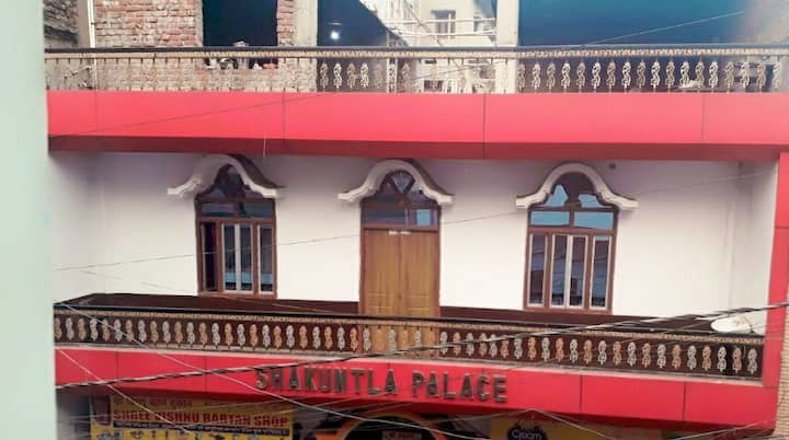 Shakuntla Palace Near VishnuPad Temple 1 bedroom
