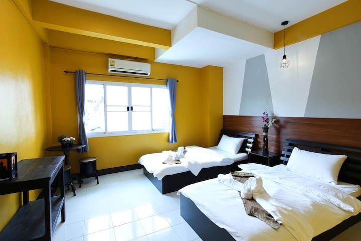 HusH Hostel Twin room with shared bathroom/2