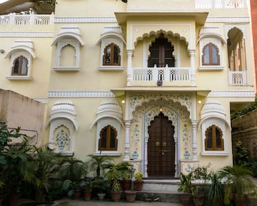 THE HAVELI -A HOME STAY (C SCHEME )PRIVATE ROOMS