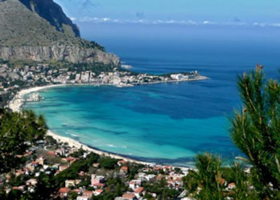 View of the bay of Mondello. 5 minute walk to the beach from my house.