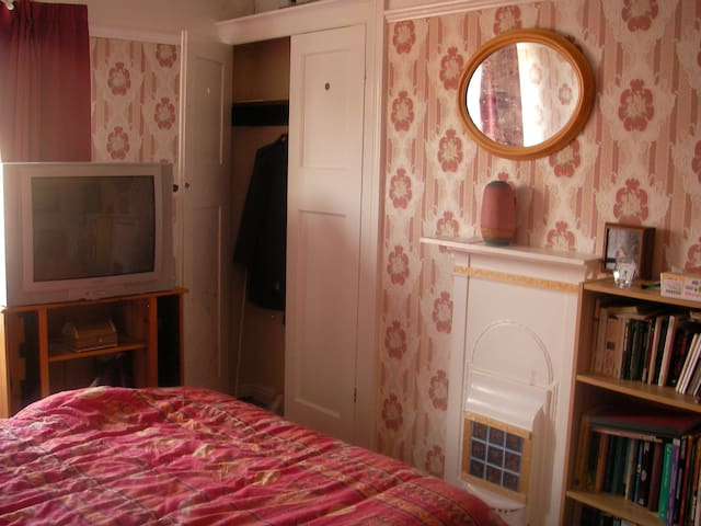 Double Bed Room in a Shared House