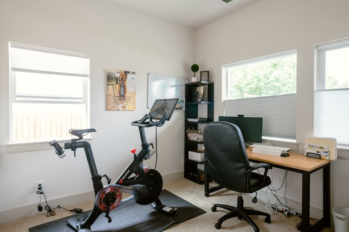Office that can be used as a 4th bedroom with our queen size inflatable mattress and extra bedding.