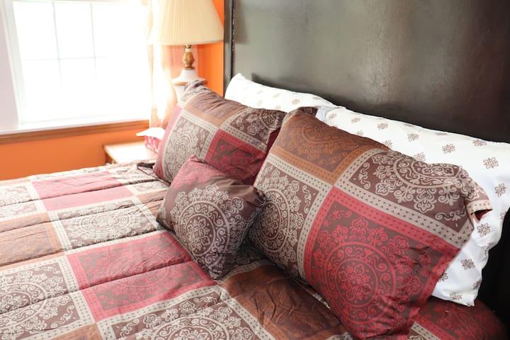Affordable, comfy Queen bed near Atlantic City!