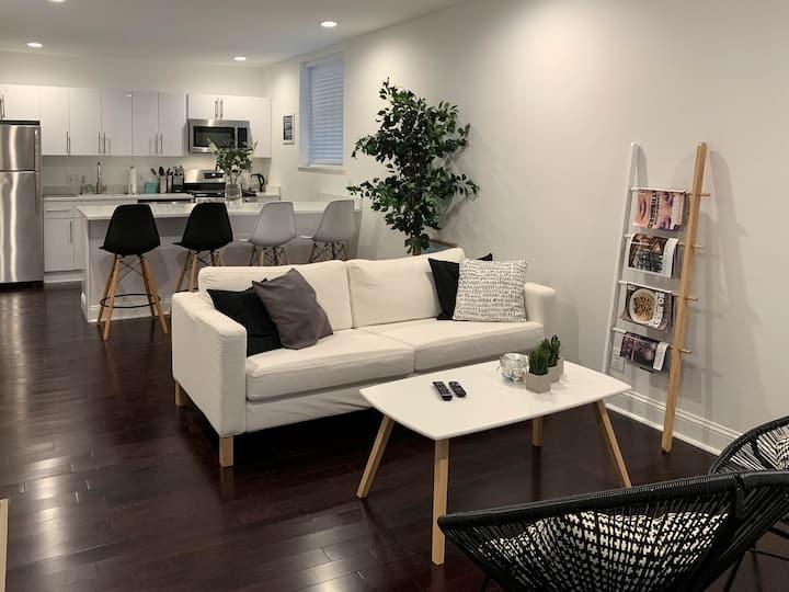 Modern Apartment in Fairmount Park Mansion-Suite 1