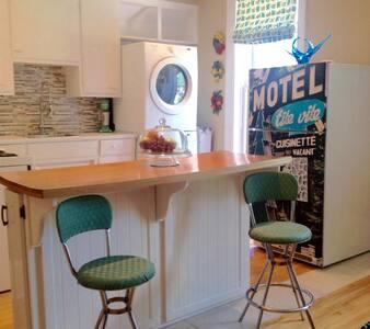 Gorgeous Vintage Apt in Old Lindsay - Lindsay - Lägenhet