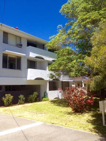 NEW LISTING! Apartment by Subiaco - Wembley - Lägenhet