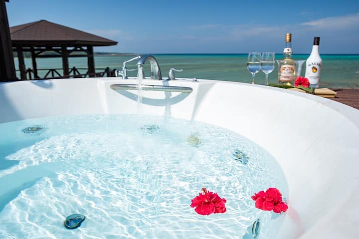 Villa Kanutan. Ocean Side, Private Jacuzzi.