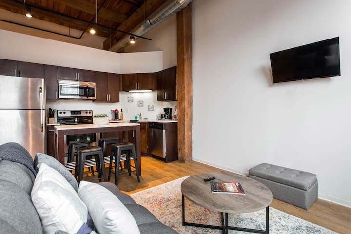 Comfy living room with a SMART TV. Fully stocked kitchen to make you feel at home :)