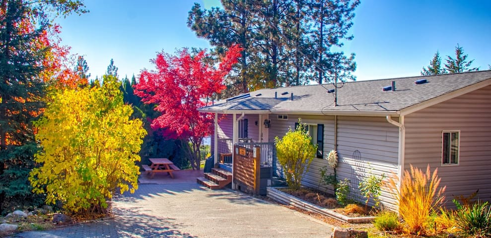 Now Avail Sept 2-8!  Hummingbird Haven Cottage