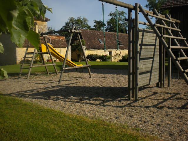 Gîte APIFERA en dordogne - Saint-Félix-de-Villadeix - Casa