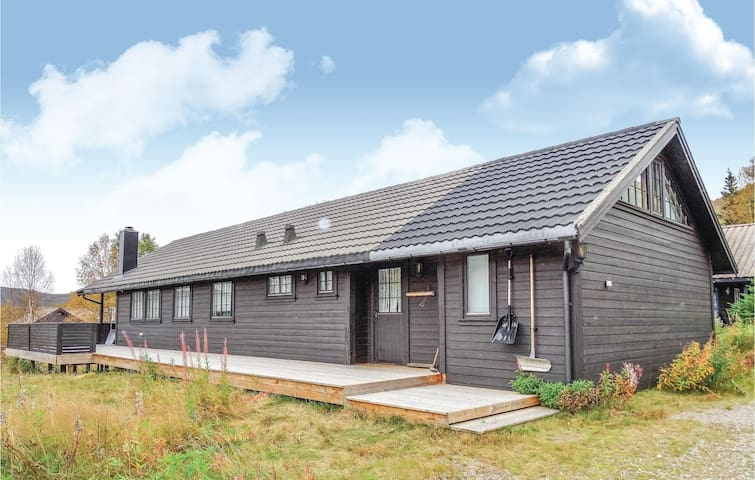 Holiday cottage with 3 bedrooms on 130 m² in Bjørhom