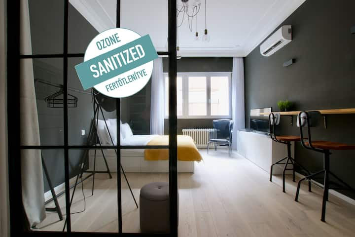 Luxury Apartment by Hi5- Studio in the Center(180)