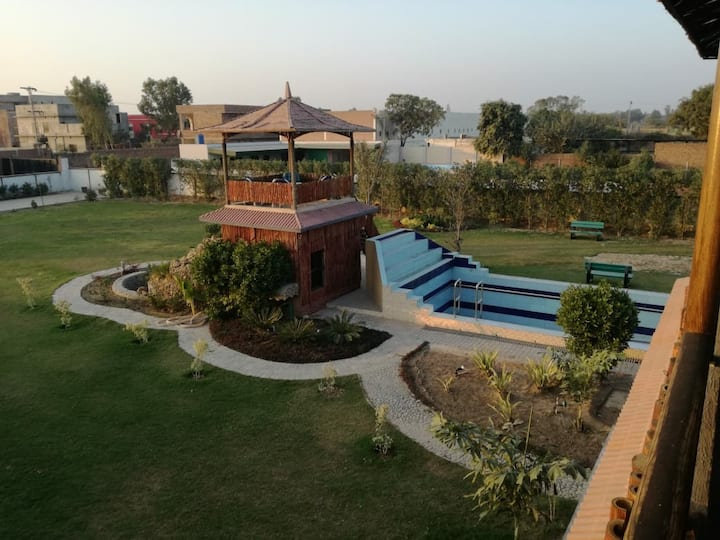 BAHRIA VIEW ROOMS. comfort style and luxury.