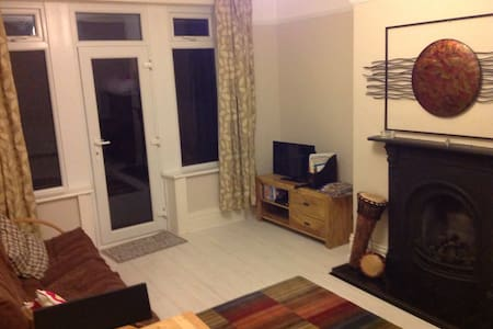 Lounge / bedroom near saltaire - Shipley - Hus
