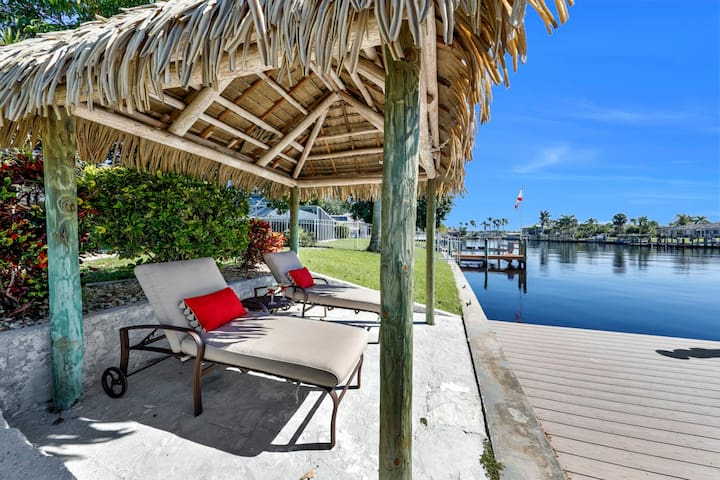 Yacht Club Location Very Private 3/2.5 Pool Home
