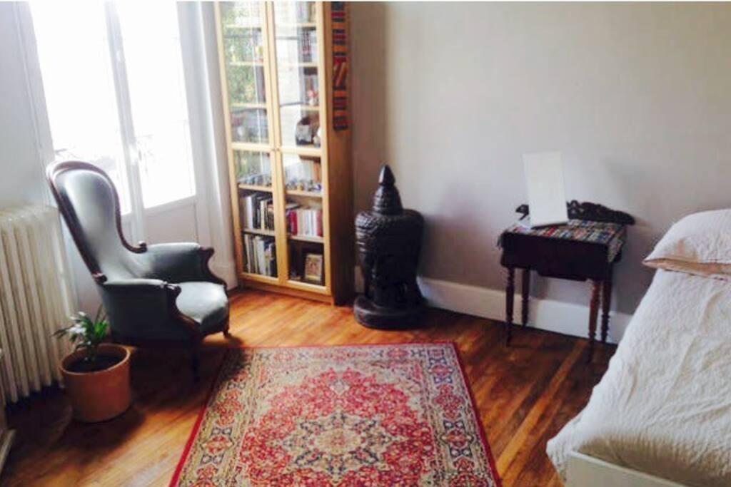 chambre spacieuse et lumineuse appartements louer vichy auvergne rh ne alpes france. Black Bedroom Furniture Sets. Home Design Ideas