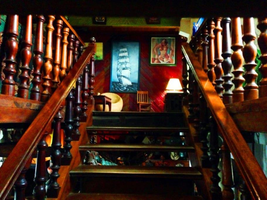 Escalera de acceso al dormitorio/ Acces wooden staris to the dormitory.