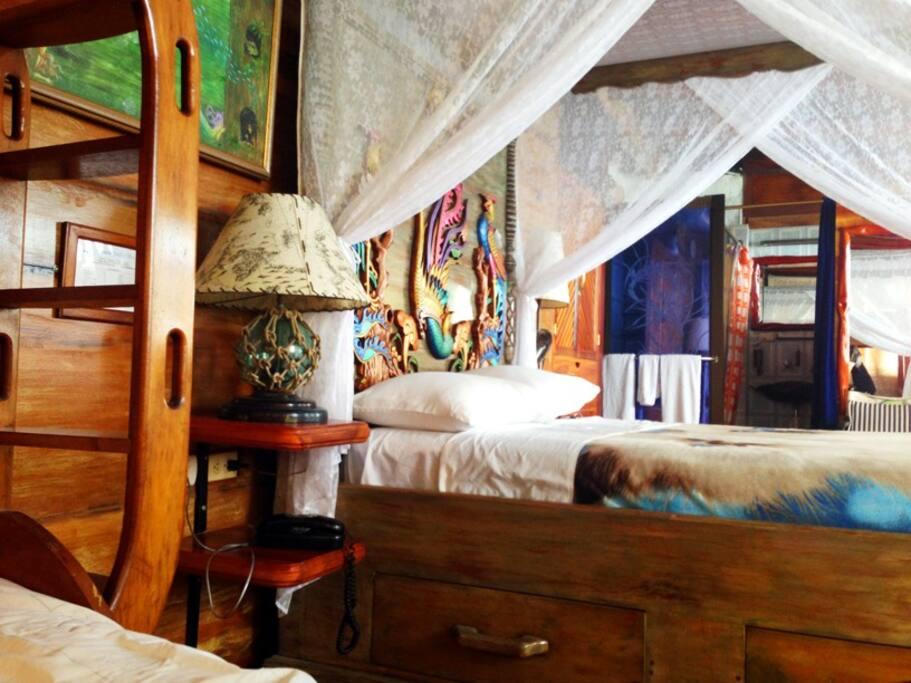 Log Cabin´s master bed / Cama Master en Kairos