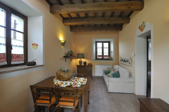 Pumpkin Apartment, 7 km from Perugia