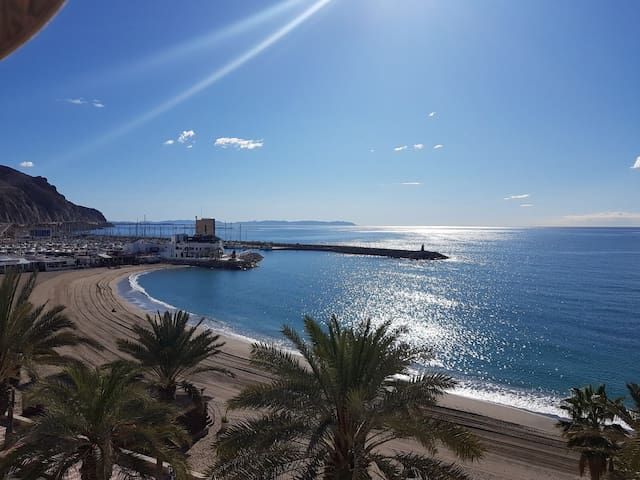 Precioso ático en primera línea de mar Aguadulce
