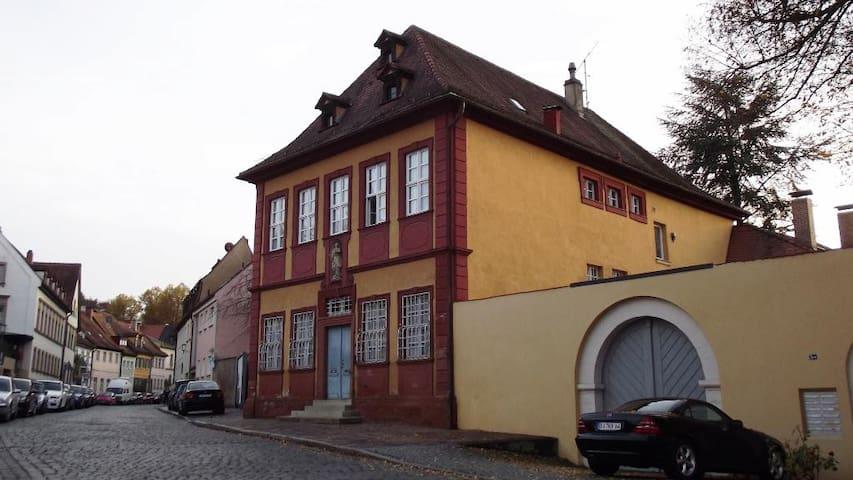 Live in a 1652 century villa ?