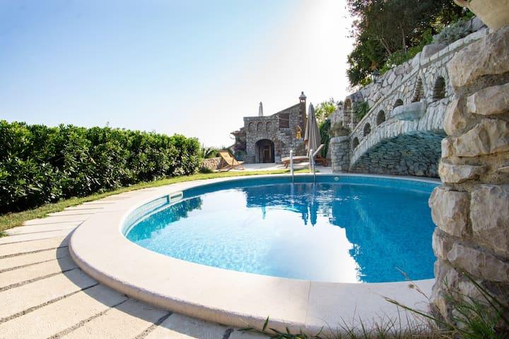 Villa Esposito – Rustic Family Home with Sea View