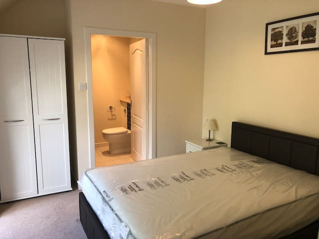 Fully furnished double ensuite rooms