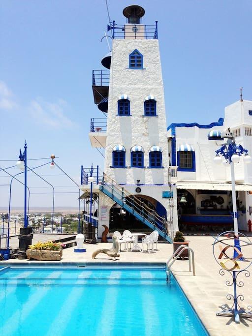 Lighthouse and Pool/Vista al Faro y la piscina