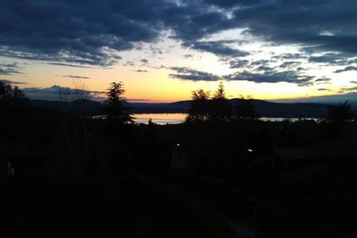 RELAXBARASSO - a beautiful sunset on the Varese Lake from the balcony