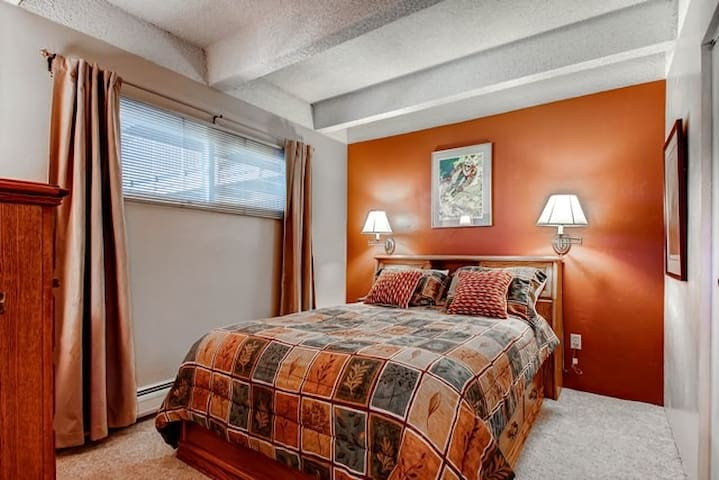 Main St Frisco,Pool,GREAT Rates!Sleeps up to 7 ppl - Frisco - Other