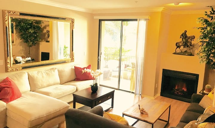 Heart of Hollywood - Private Bed, Bath & Parking