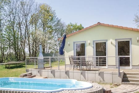 Holiday cottage with 2 bedrooms on 58m² in Behrenhoff/Neu Dargel.