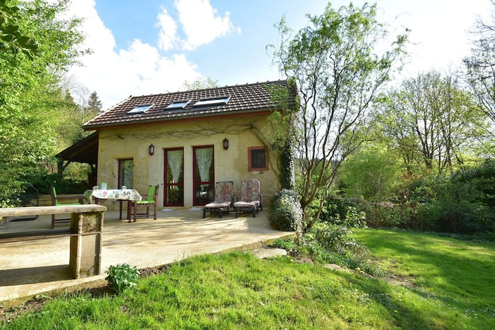 Delightful Holiday Home in Onlay (nievre) with Fenced Garden