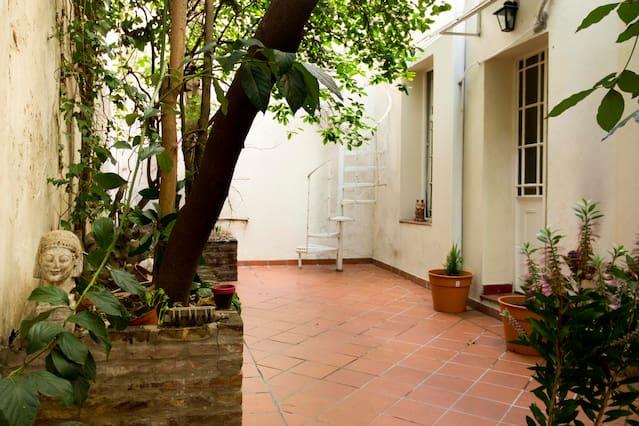 Airbnb Plaza Inmigrantes De Armenia Vacation Rentals