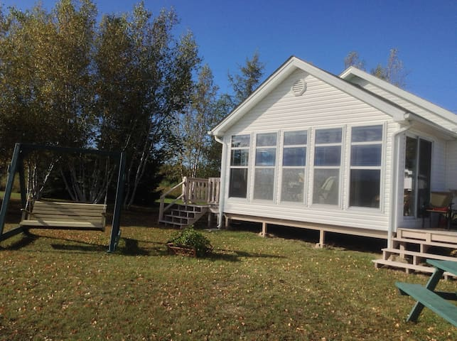 Waterfront cottage near Shediac, NB - Richibucto - 牧人小屋