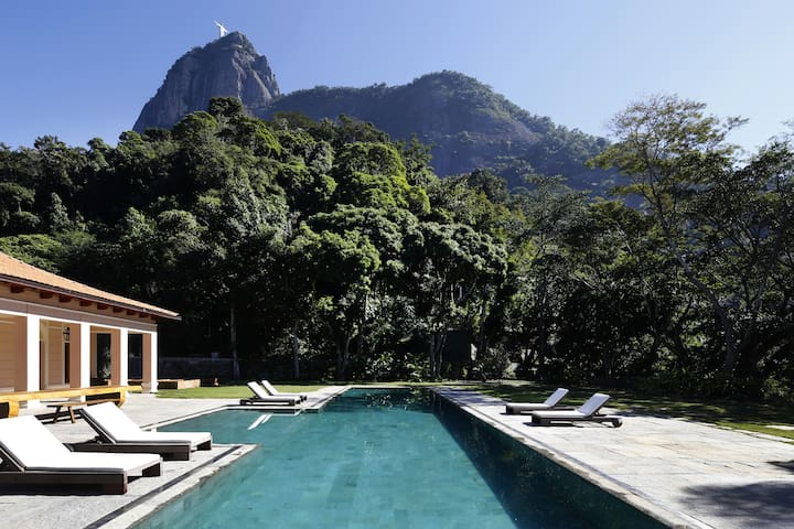 Rio013-Luxury Mansion with pool and view in Rio