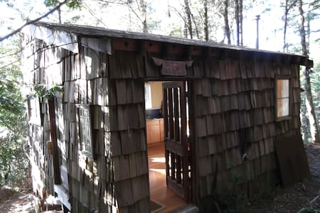 Thoreau cabin/woods/write your book - Point Arena - Stuga