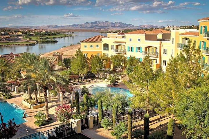 Lake Las Vegas Studio V2