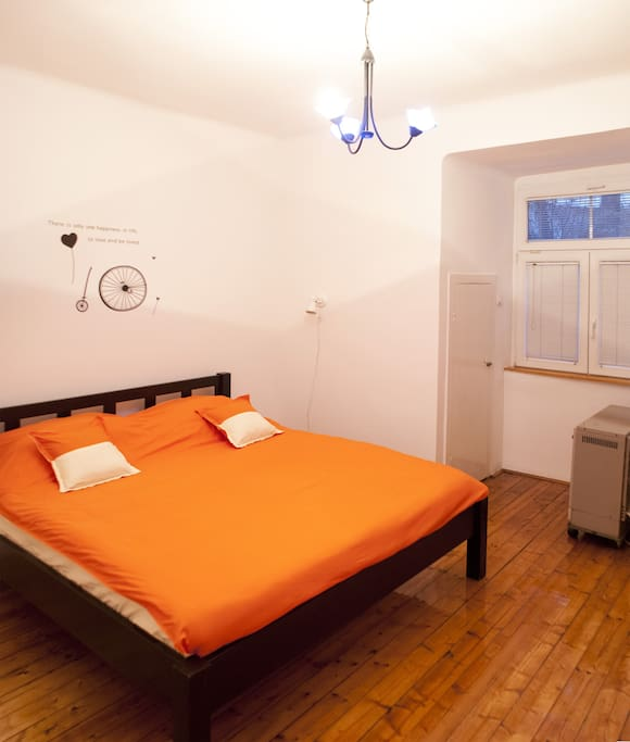 Big bedroom, king size bed with fresh linen, 2 closets