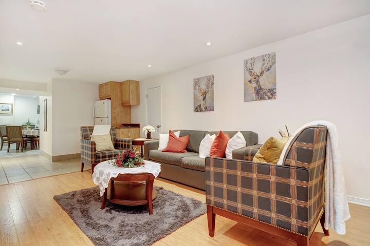 Beautiful 3 Bedroom - Steps to Bank Street