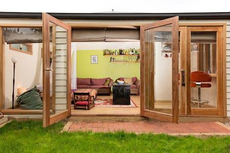 Just gorgeous - garden studio  - Newport - Cabin
