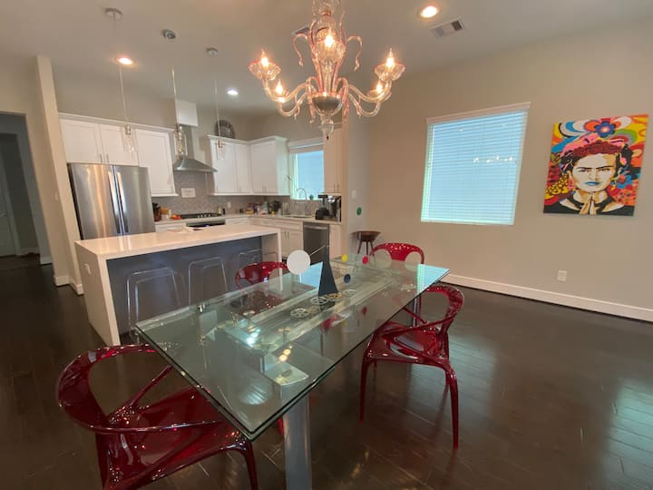 All of the heart of Houston-Entire Home